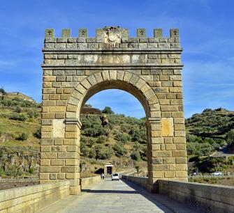 La espada oculta en el Puente de Alcántara