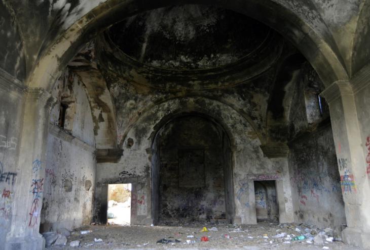 Ermita abandonada de Santa Ana y pósito de grano