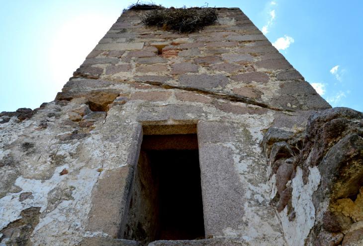 """Iglesia en ruinas de Santa María de La Mata """"Despoblado de San Gregorio"""""""